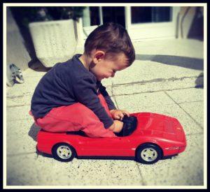 ninos-coche